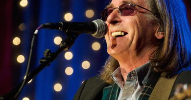 Songwriter, composer and performer Dougie MacLean to perform at The Apex
