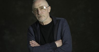 Songwriter and singer Graham Parker to appear at The Apex